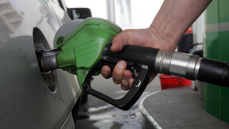 Ministerul Finanțelor analizează posibilitatea retragerii supraaccizei la carburanți