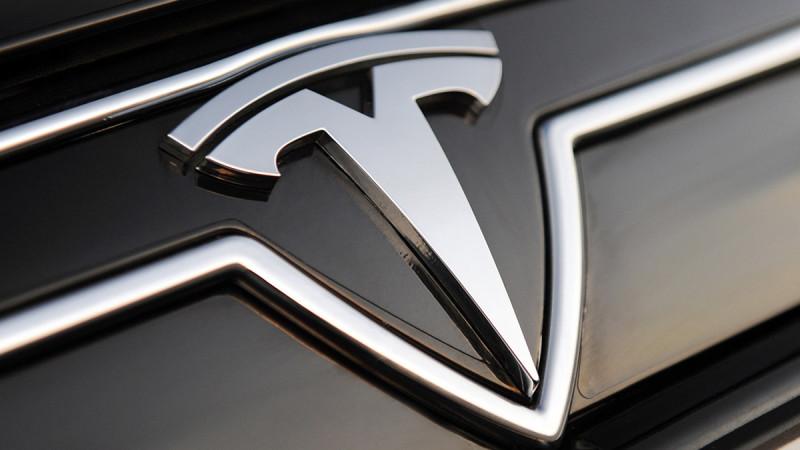 Tesla Model 3 debutează în martie