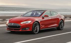 Vânzările de electrice vor ajunge în 2025 la jumătatea numărul vehiculelor comercializate de VW