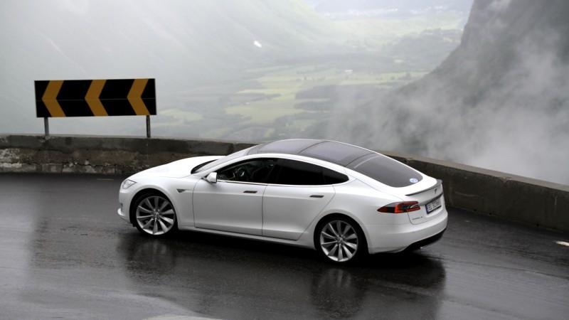 Mașinile electrice încep ușor, ușor să fie dorite de public