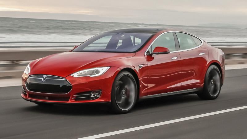 Probleme pentru Tesla – americanii fac un recall global pentru 123.000 de Model S
