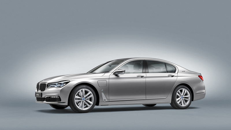BMW 740e inaugurează sub-brandul iPerformance