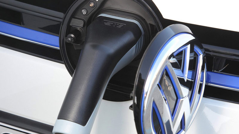 Volkswagen Golf VIII va avea o versiune hibridă