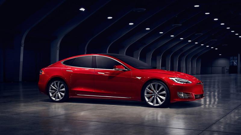 Elon Musk vede o direcție clară pentru mașinile electrice. În 10 ani, jumătate dintre vehicule vor miza pe energie electrică