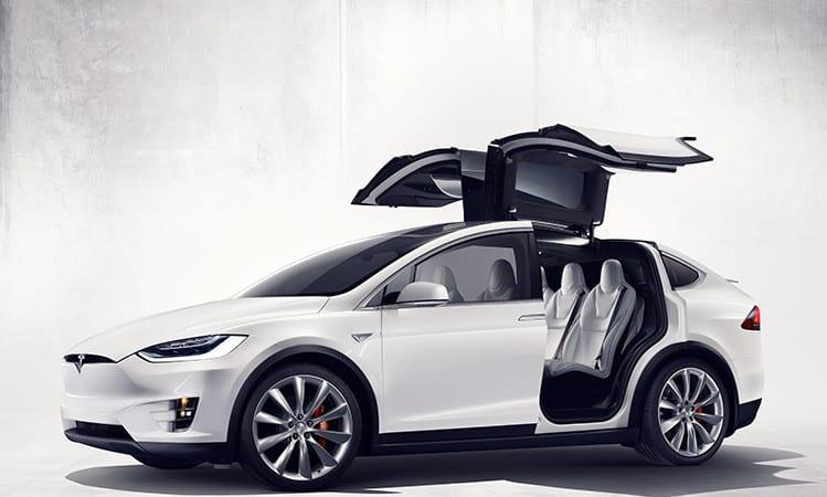 Tesla Model X rechemat în service pentru probleme la al treilea rând de scaune