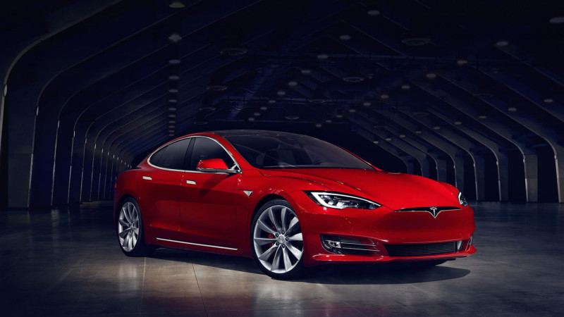 Tesla promite un update de soft care să facă Model S și Model X ceva mai rapide