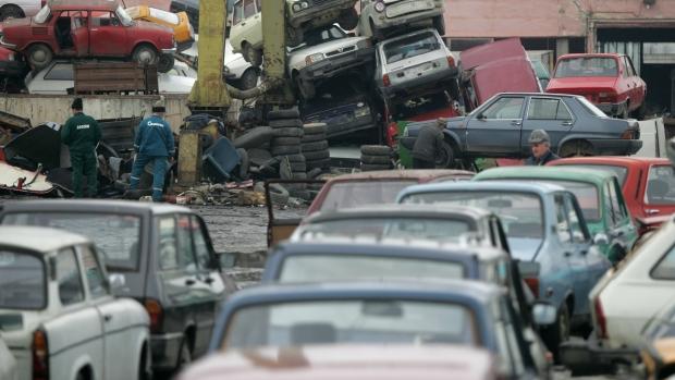 Proiect pentru bucureșteni – șoferii care vor să-și caseze mașina veche ar putea primi un voucher de 1.000 de euro