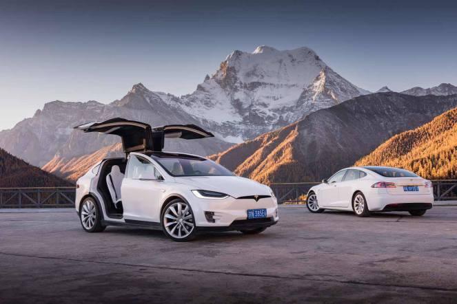 Tesla Model X a ajuns pe Platoul Tibet