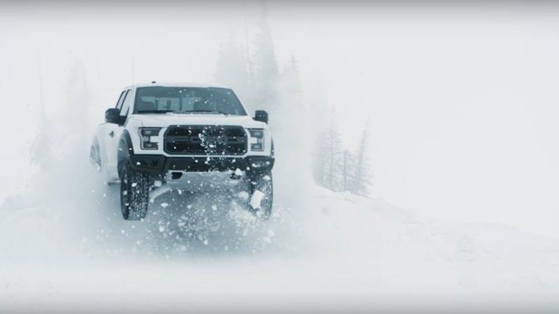 Ken Block face drifturi în zăpadă cu un F-150 Raptor