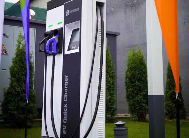 Proiect – Stații pentru încărcarea mașinilor electrice în toate localitățile cu peste 100.000 de oameni