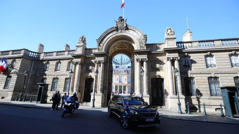 Emmanuel Macron a ales un Peugeot 5008