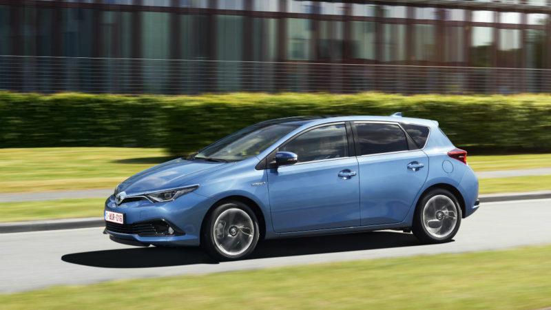 Toyota Auris Hybrid Black Edition s-a lansat în România