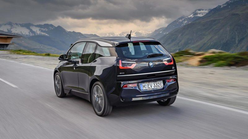 BMW Group România instalează două staţii de încărcare pentru maşini electrice în Băneasa Shopping City
