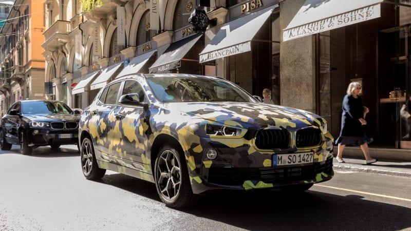 Un BMW X2 camuflat a fost vedetă în Milano