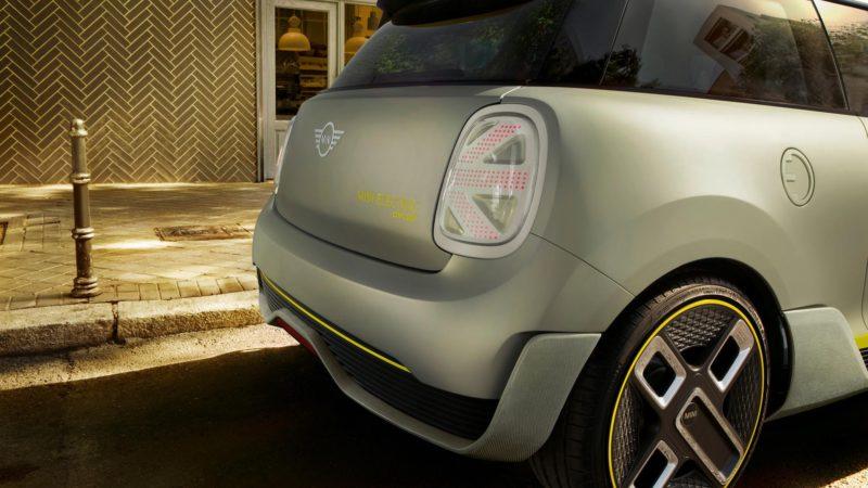 Mini a publicat o serie de teasere video cu viitorul Mini Cooper SE, versiunea electrică a hatchback-ului britanic