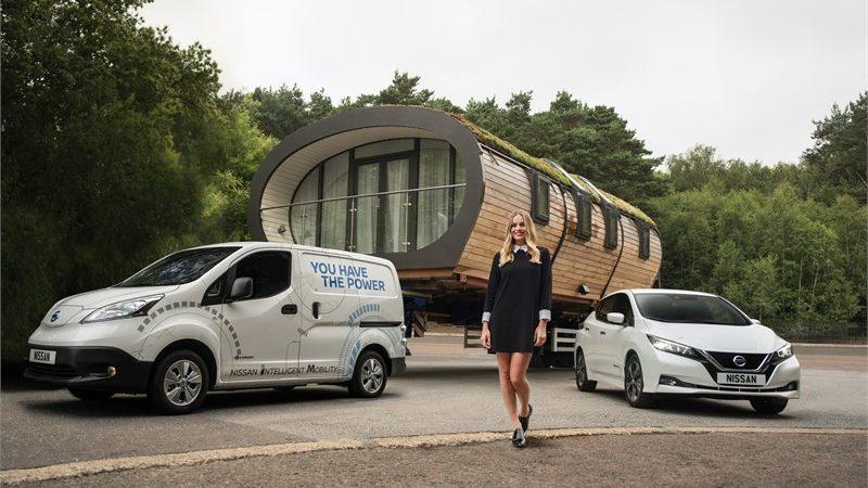 Actrița Margot Robbie susţine proiectele Nissan de mobilitate durabilă
