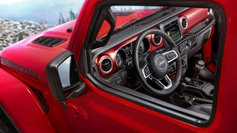 Fotografii cu interiorul lui Jeep Wrangler