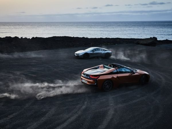 BMW a prezentat i8 Roadster și i8 Coupe facelift