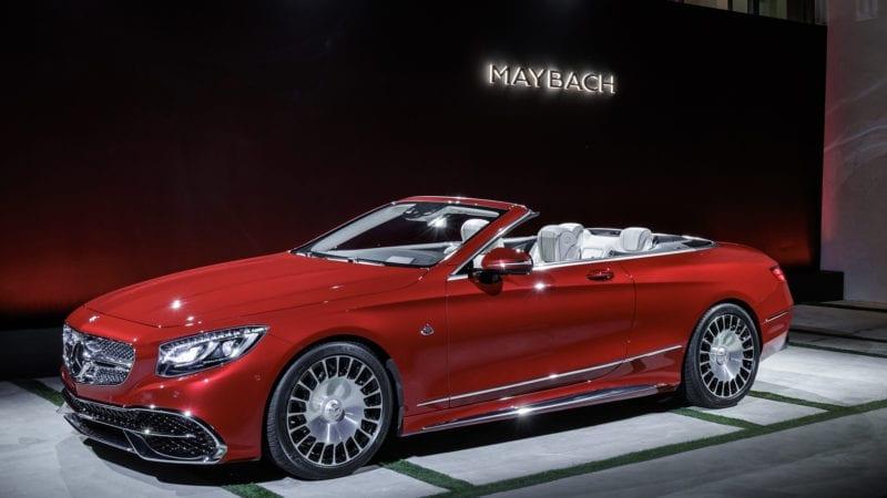 Un Mercedes-Maybach S650 Cabriolet este expus în cadrul galeriei Țiriac Collection