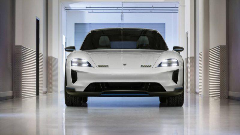 Porsche a prezentat Mission E Cross Turismo