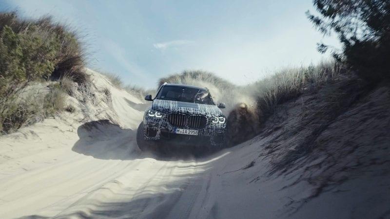 BMW a publicat primele poze cu viitorul X5. SUV-ul este camfulat și inginerii îl testează la Cercul Polar