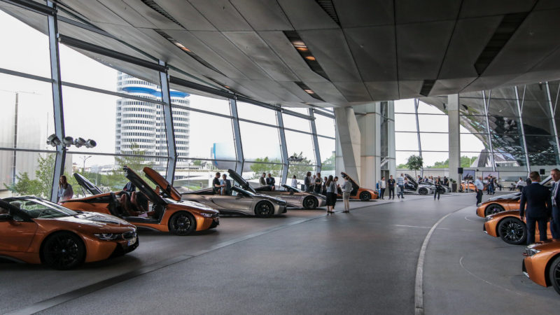 Primele 18 BMW i8 Roadster au fost livrate