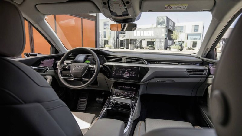 Imagini cu interiorul lui Audi e-tron, SUV-ul electric dezvoltat de nemți
