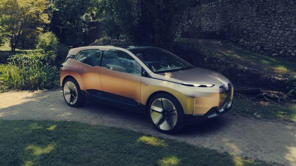 BMW a prezentat Vision iNext, conceptul care în 2021 debutează în versiune de serie