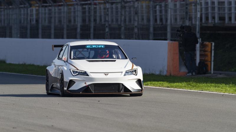 Cupra e-Racer, modelul electric de circuit, a fost prezentat la Barcelona