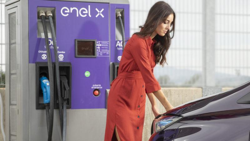 Până în 2023 Enel va construi 2.500 de puncte de încărcare pentru mașinile electrice din România