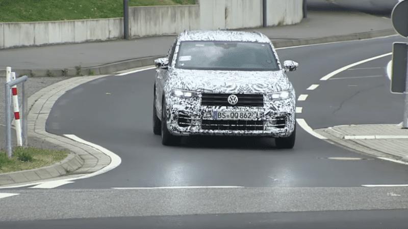 Viitorul SUV de performanță Volkswagen T-Roc, spionat pe Nurburgring