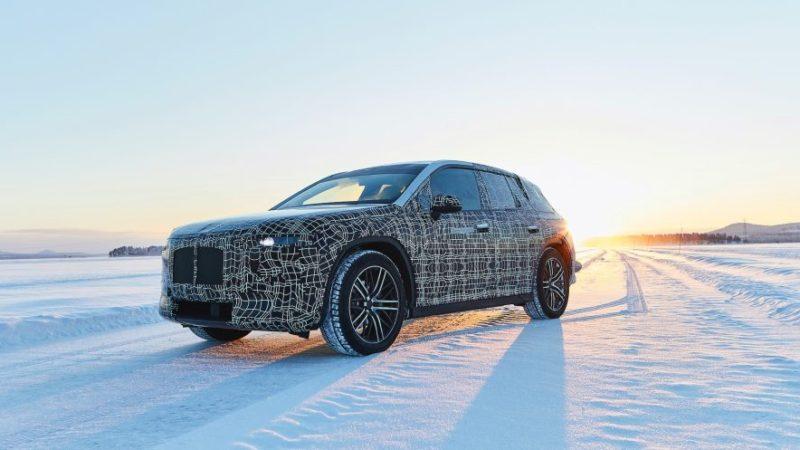 Prototipul viitorul SUV electric BMW iNext a fost filmat în timpul testelor
