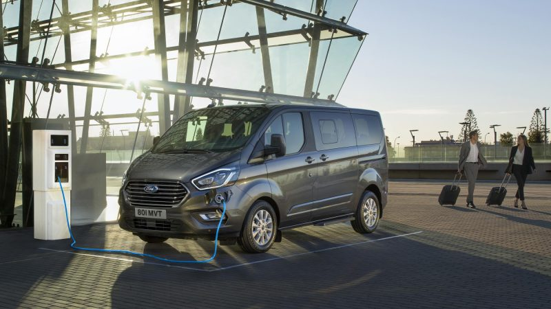 Ford a prezentat la Amsterdam noul Tourneo Custom PHEV