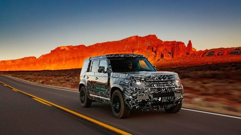 Land Rover demarează un nou program de teste cu viitorul Defender. Britanicii au publicat poze noi cu prototipurile camuflate