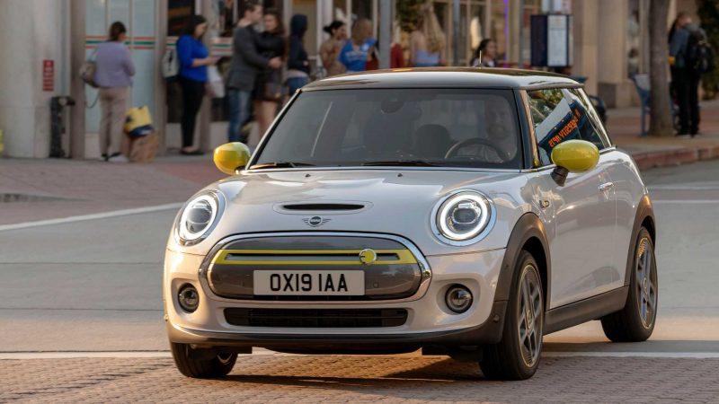 Mini a primit peste 45.000 de pre-comenzi pentru Mini Cooper S E, versiunea electrică a modelul de clasă mică