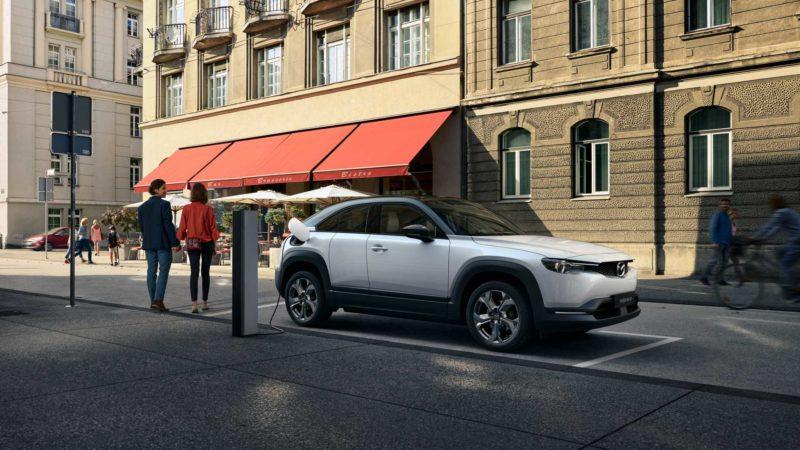 Mazda MX-30 este primul model electric al companiei nipone