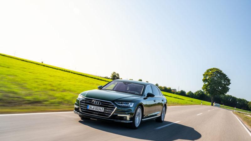 Audi A8 L are o versiune plug-in hybrid cu 449 de cai putere