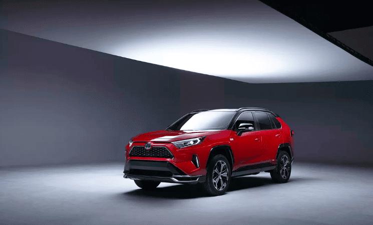 SUV-ul Toyota RAV4 va avea o versiune PHEV