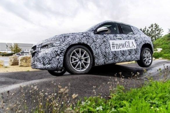 Poze camuflate cu viitoarea generație Mercedes-Benz GLA
