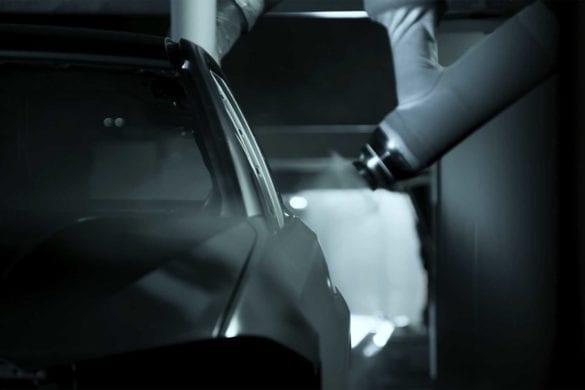 BMW folosește inteligența artificială pentru a perfecționa vopsirea